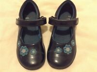 Clarks girls shoes size 8E