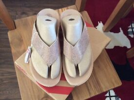 GOLD CRYSTAL FITFLOPS SIZE 7