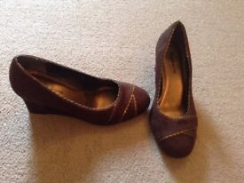 LADIES BROWN SUEDE SHOES
