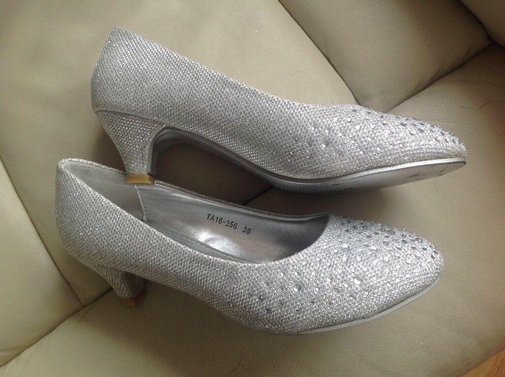 5d2d827dd6c6 Silver sparkly shoes size 5