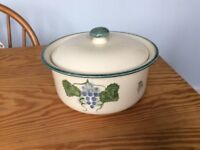 Poole pottery vineyard with grapes design vegetable/tureen/casserole with lid
