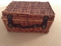 Wicker Picnic hamper basket