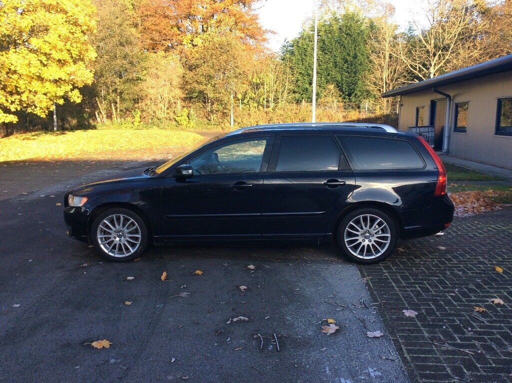 VOLVO V50 2.4 D5 SE LUX AUTO(1 YEAR MOT, FSH, TIMING BELT AND WATER PUMP CHANGED, TOP SPEC, MINT)