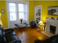 Lovely Spacious and Bright 2 Double Bedroom City Centre Flat 5 minutes walk from Princes Street