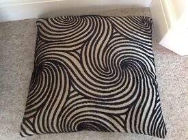 6 large cushions