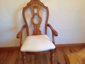 Light oak Dining Table & 6 Chairs ( 2 Carvers) cream cushion seats. Excellent Condition