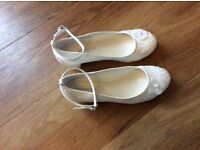 Ivory flower-girl wedding shoes size 4