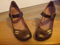 Designer hard harlot bronze vintage shoes (size 3)
