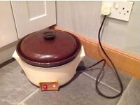 Tower Family Size Slow Cooker, excellent working order.