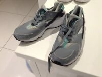 Nike huarache trainers grey