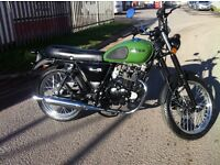 December SALE Green or Black Herald Classic 125cc Great Looking Retro bike RRP £1,750 Call NOW