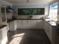 Gloss white kitchen door and drawer fronts