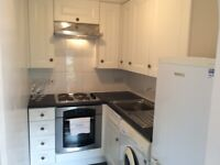 AVAILABLE 1 August: 1 bdrm, 1st-floor flat for rent with 2 ORP spaces, 7 mins from tube