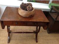 Extendable ocassional mahogany table