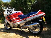 HONDA CBR1000F 1991 WHITE AND RED VERY GOOD CONDITION.