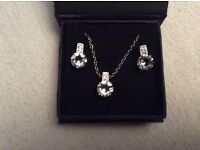 Ladies necklace and earrings set NEW