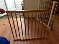Adjustable Wooden safety gates
