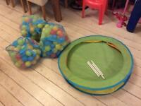 Pop up ball pit and balls