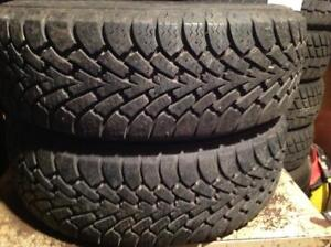 2 pneus dhiver 195/60 r15 goodyear nordic winter.  115$