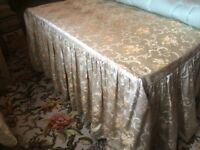 LOVELY VINTAGE BEDSPREAD (MATCHING FEATHER EIDERDOWN & CURTAINS ALSO AVAILABLE)