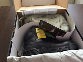 MAGNUMS Boots.