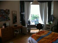Double room in lovely Bruntsfield available for July