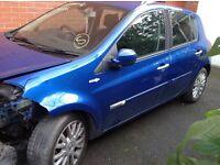 Renault Clio 59 reg tom tom damaged spares or repair