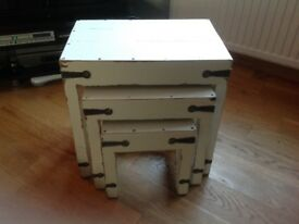 Tables shabby chic set of 3 (nest)
