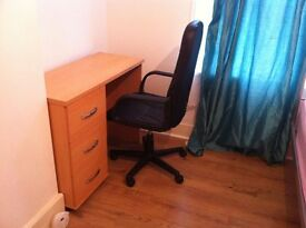 SINGLE ROOM 4 MINUTES FROM WOODGREEN TUBE STATION-NO DSS PREFER FEMALE