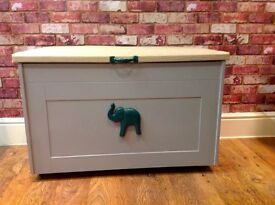 BEAUTIFUL HANDMADE TOY BOX WITH ELEPHANT DESIGN - HEAVY - EXCELLENT QUALITY - CAN DELIVER