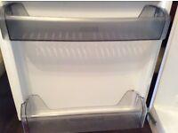 Lamona intergrated fridge