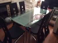 Extendable glass top dining table, 6 chairs, vgc can deliver