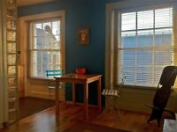 A beautiful period 1 bed Flat in the centre of Camden also has a study & use of the garden.