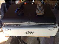 SKY + HD BOX.