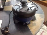 Electric crock pot with grill pan