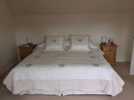 Bedspread with matching Cushions X 2 Colour Biege/Stone King Size Beautiful French Bedding