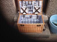 Beautiful 6 piece Picnic Basket