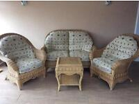 Wicker conservatory suite