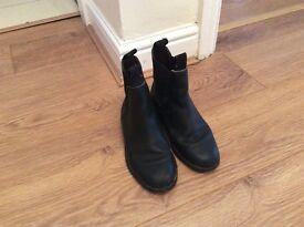 Black leather jodhpurs boot!