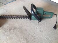 Black & Decker GT 220 hedge and bush trimmer