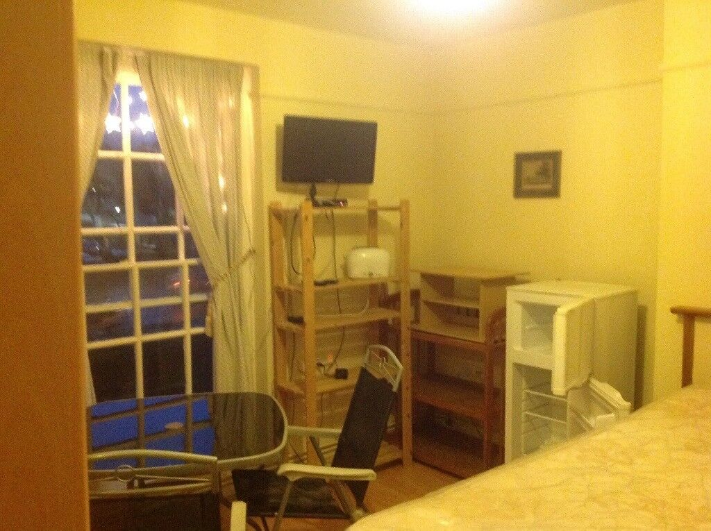 Large double room newly decorated clean full furnished with plenty space avl close tube rail & shop