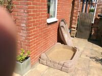Sand pit or paddeling pool with lid