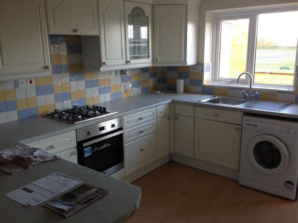 Excellent Condition Complete Kitchen , Oven , Gas Hob , Washing Machine , Sink and Taps