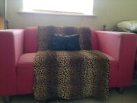 Pink 2 seater settee with throw, cushion, matching blind and 2 lamps