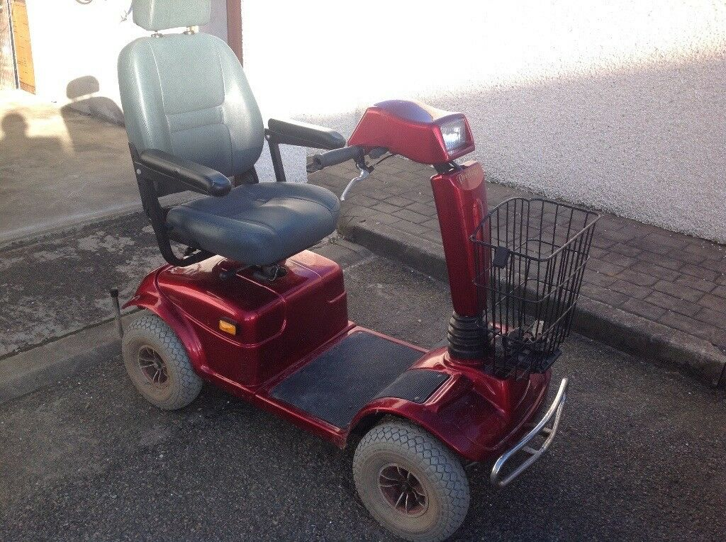 LARGE PRESTIGE EXPLORER 8 MOBILITY SCOOTER IN NEED OF ELECTRICAL REPAIR + BATTERIES