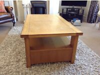 Coffee table p/tv cabinet.