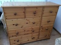WOODEN BEDROOM CHEST OF DRAWERS AND 2 MATCHING BEDSIDE CABINETS