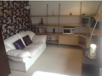 Modern double room, great views,Stamford. Easy access A1 and Peterborough.