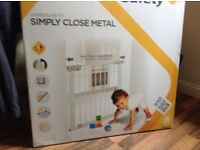 Metal safety kids U pressure fit gate 73 to 80 cm , max ext to 136 cm , brand new in box!!!!