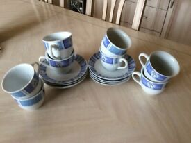 Tea set of 8 cups and saucers - collect only